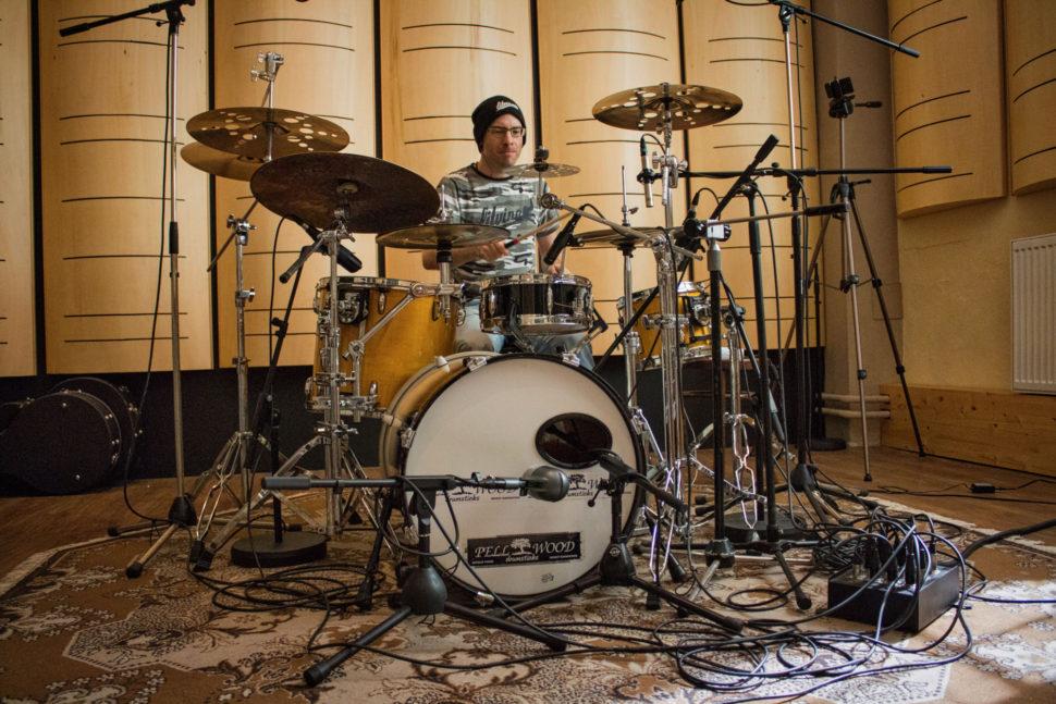 Jan Fröhlich nahrává bicí