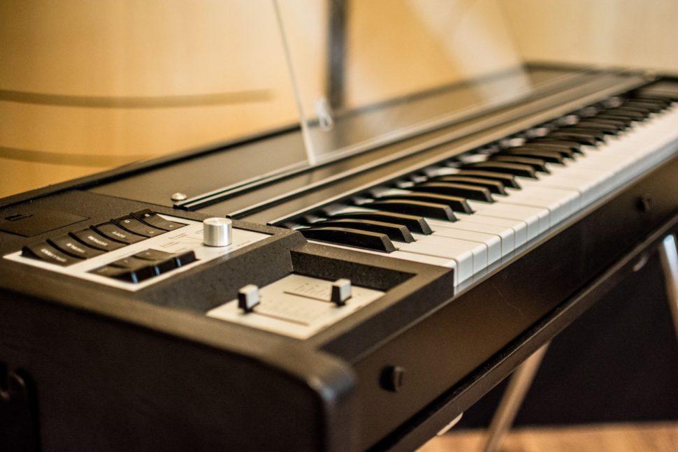 Na nahrávání si můžete zapůjčit legendární vintage klávesy Hohner Pianet/Clavinet DUO z roku 1981.